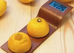 Дизайнеры создали часы, работающие на лимонах
