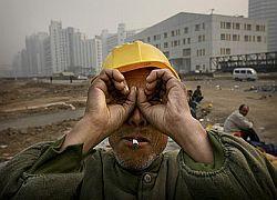 Китайские рабочие выбрасываются на улицу