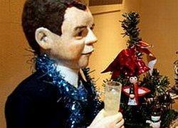 В галерее Санкт-Петербурга выставлен кукольный Медведев