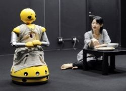 Первый спектакль с участием роботов