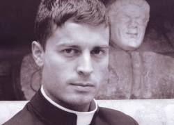 """Ватикан выпустил календарь с \""""гламурными\"""" священниками"""
