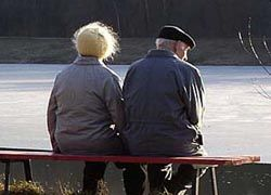 Пожилые люди, ухаживающие за больными супругами, живут дольше