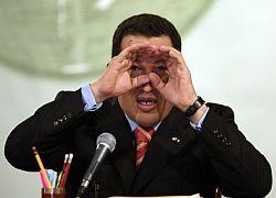 Чавес вслед за Медведевым собирается менять конституцию