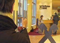 Сбербанк намерен купить Raiffeisen