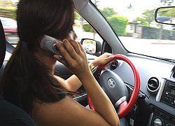 Разговор по телефону за рулем снижает скорость реакции водителей
