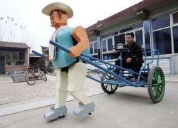 Китайский фермер создал робота-рикшу