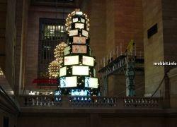 Новогодняя елка, украшенная LCD-телевизорами