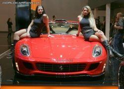Девушки автомобильной выставки в Эссене