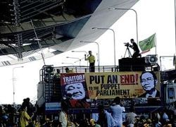 Таиландские оппозиционеры сняли блокаду аэропортов Бангкока