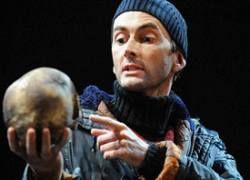 Английскую публику испугал череп польского пианиста на сцене театра