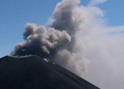 На Камчатке началось мощное извержение вулкана Ключевская Сопка