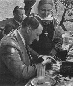Прислуга Гитлера нарушила молчание
