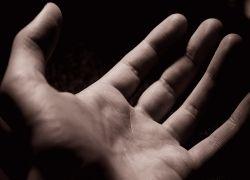 Хотите узнать про свои болезни? Посмотрите на руки