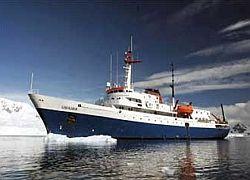 Круизный лайнер застрял во льдах Антарктики