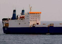 К «Фаине» отправили судно с выкупом
