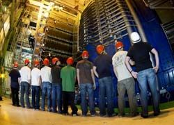 Большой адронный коллайдер пытаются разобрать на части