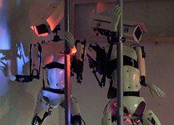 Роботов научили танцевать стриптиз