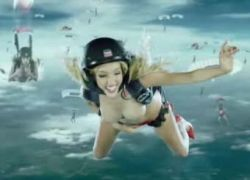 Обнаженные парашютистки в рекламе бытовой техники Fleggaard