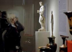 Во время проверки в Эрмитаже недосчитались сотен экспонатов
