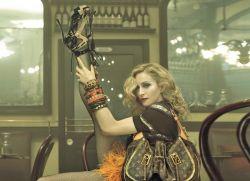 Louis Vuitton опубликовал рекламные снимки Мадонны