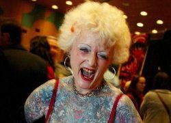 Татуированная пенсионерка шокировала берлинский фестиваль тату