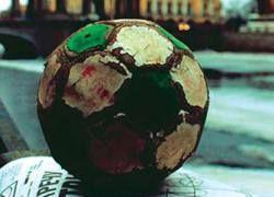 Бомжи-футболисты просят политического убежища в Австралии
