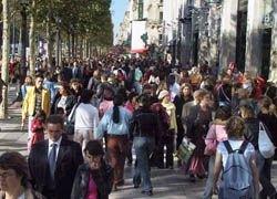 Сочувствующие бунтам в Греции перекрыли Елисейские поля в Париже