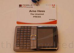 Little Secret — смартфон размером с визитную карточку