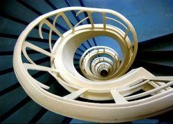 16 захватывающих винтовых лестниц