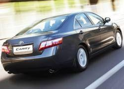 Toyota прекратила поставки седанов Camry в Россию