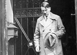 Как вел себя за столом Адольф Гитлер?