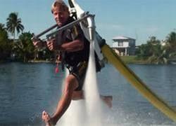 Сбылась мечта Дедала: создан реактивный ранец на водной тяге