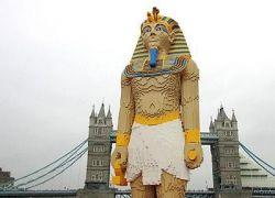 Гигантская статуя фараона из Lego