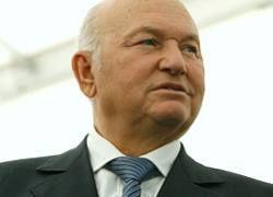 Лужков пригрозил чиновникам сокращениями