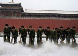 Китайский искусственный снегопад парализовал сообщение с Пекином