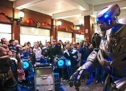 Боевые роботы Skynet втираются в доверие к простым гражданам