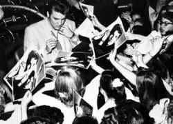 Элвис Пресли стал самой популярной среди меломанов знаменитостью