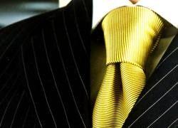 Костюмы в полоску и яркие рубашки - тренд сезона в мужской моде