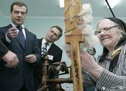 Медведев пообещал проиндексировать пенсии