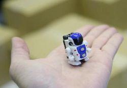 Робот-гуманоид Robo-Q высотой 3,4 см