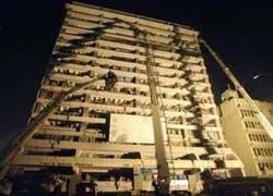 Летчик-камикадзе протаранил здание налоговой инспекции в  Шри-Ланке