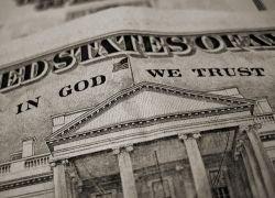 Правительство США обязалось потратить 9,7 триллионов долларов