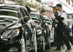 Японские автокомпании сокращают производство