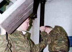 Пьянство и вымогательство стали основными пороками армии
