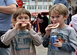Чиновники учат нас, как питаться - лучше бы помогли материально