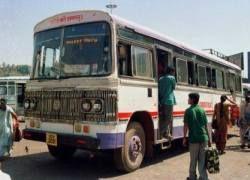 В Индии автобус упал в ущелье: погибли 39 человек