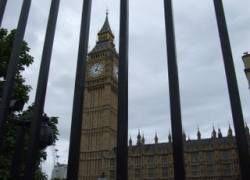 Британка попала за решетку за прогулы дочери