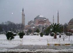 Сильные снегопады обрушились на Турцию
