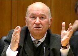 Лужков на полгода оставил чиновников без премий