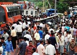 В Индии поезд столкнулся с автобусом: погибли 11 человек